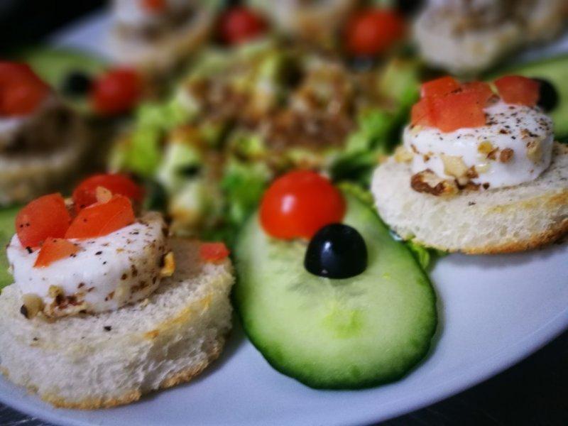 Kecskesajt saláta