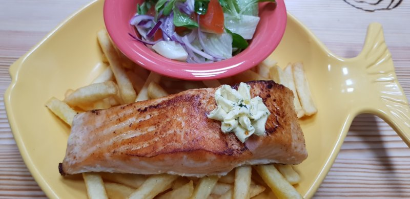 Salmon + salad + french fries
