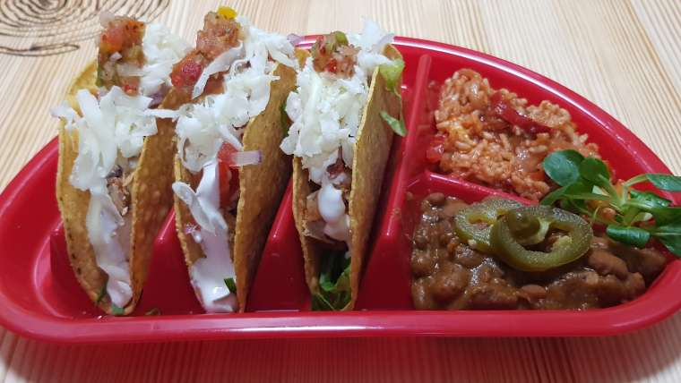 Taco (chicken, beef or bean)