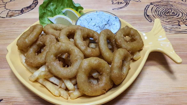 Calamares with tzatziki sauce